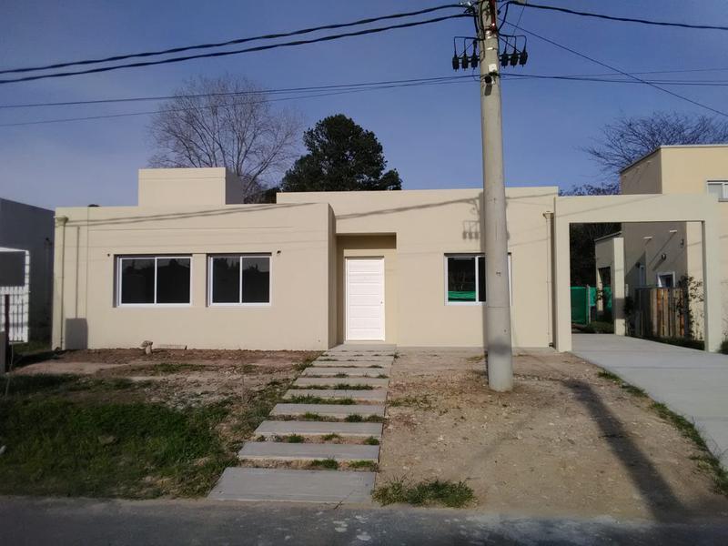 Foto Casa en Venta en  Loma Verde,  Escobar  Barrio 4 Estaciones lote 83