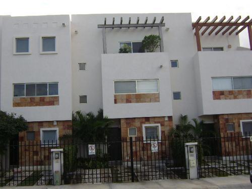 Foto Casa en condominio en Renta en  Cancún Centro,  Cancún  CANCUN SM 19 VILLAS SEREIA AMUEBLADA