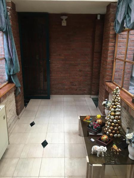 Foto Casa en Venta en  Valentin Alsina,  Lanus  Alfredo Palacios al 2900