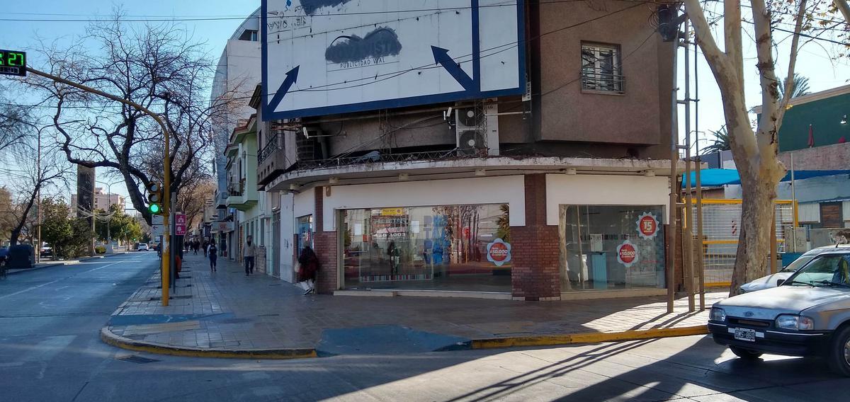 Foto Local en Alquiler en  Capital ,  San Juan  Mendoza esquina Libertador