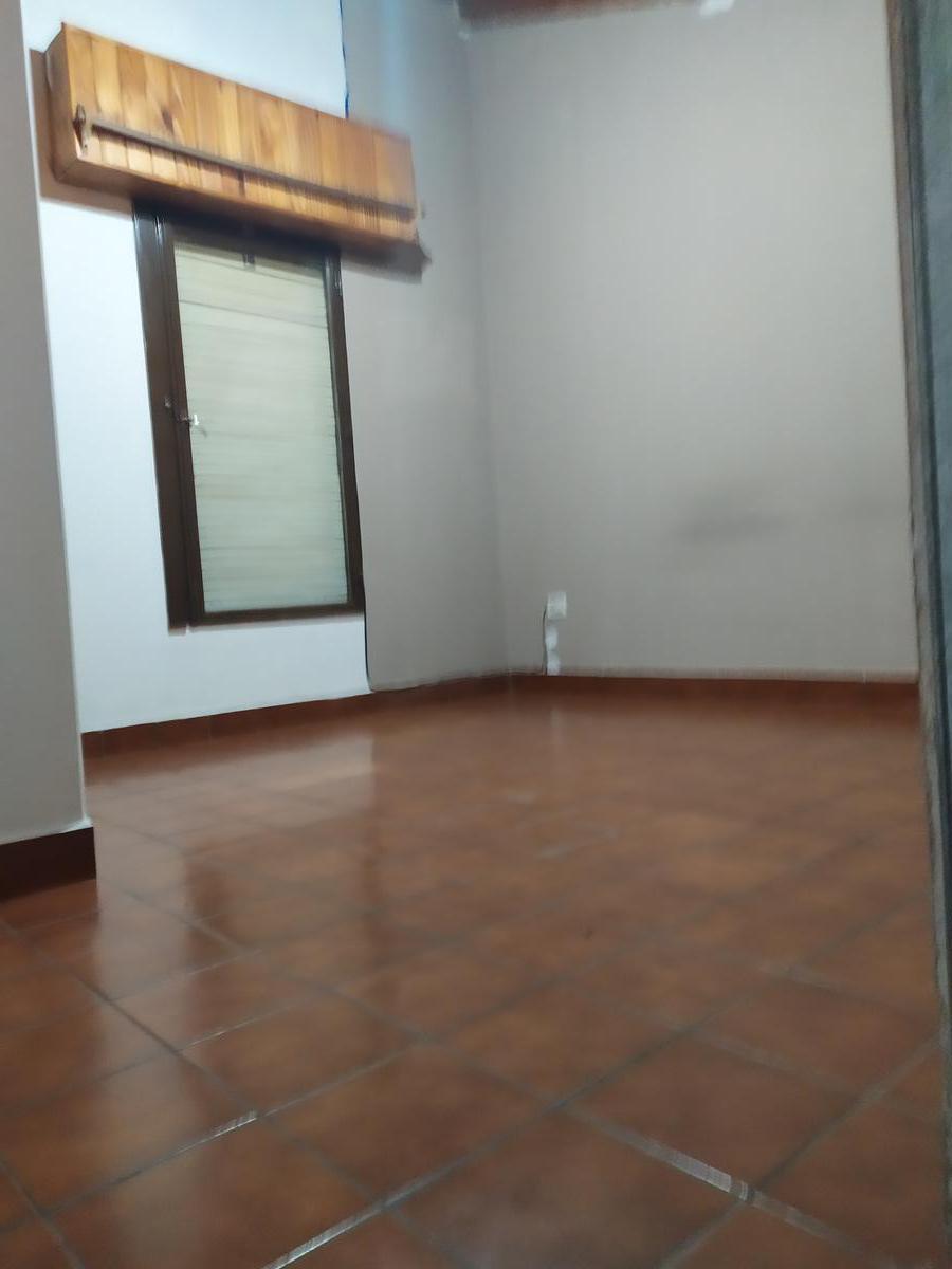 Foto Casa en Alquiler en  Capital ,  Neuquen  Navarro al 1400