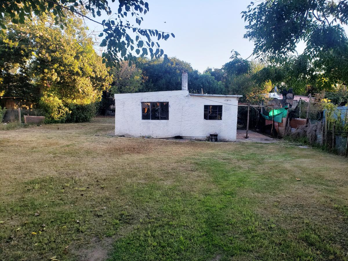 Foto Casa en Venta en  Colonia del Sacramento ,  Colonia  Casa a reciclar de 2 dormitorios con hermoso terreno