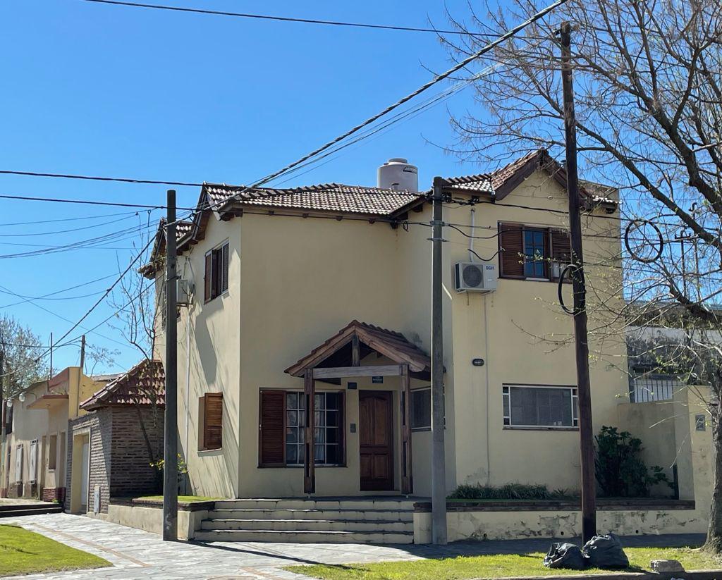 Foto Casa en Venta en  Junin,  Junin  Alsina 493