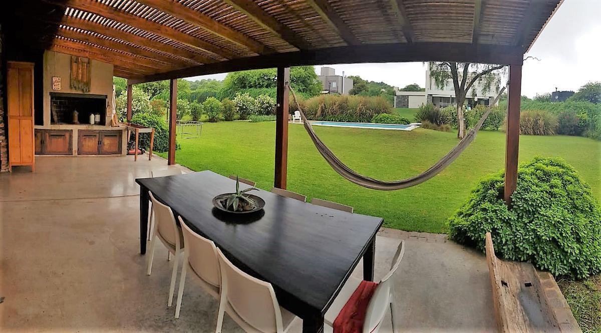 Foto Casa en Venta en  Villa Allende Golf,  Villa Allende  Ntra Sra de la Consolacion al 1600