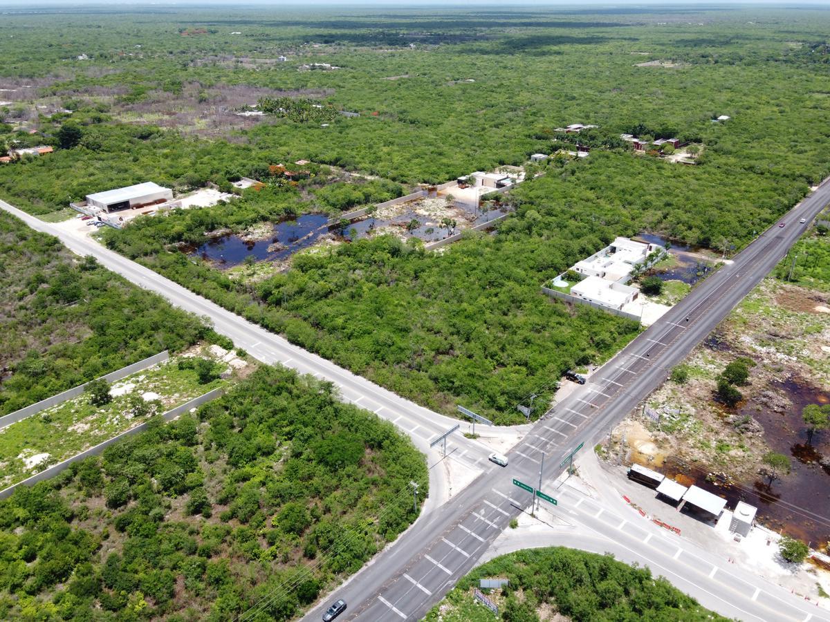 Foto Terreno en Venta en  Pueblo Conkal,  Conkal  Terreno sobre carretera conkal chablekal, ideal para proyecto comercial