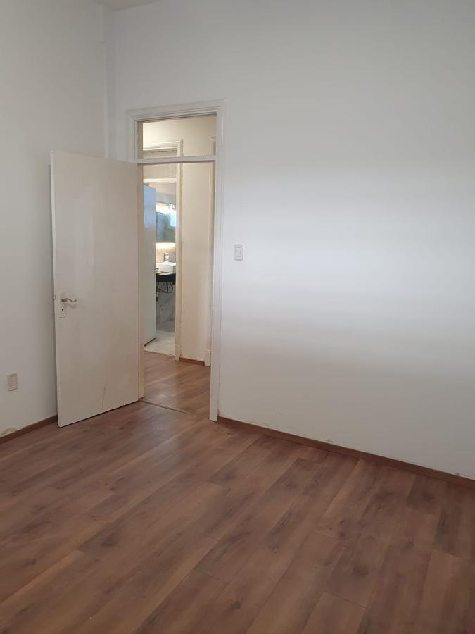 Foto Casa en Alquiler en  Pocitos ,  Montevideo  Bv Artigas casi Av Brasil, casa con gran presencia y más de 15 habitaciones !!