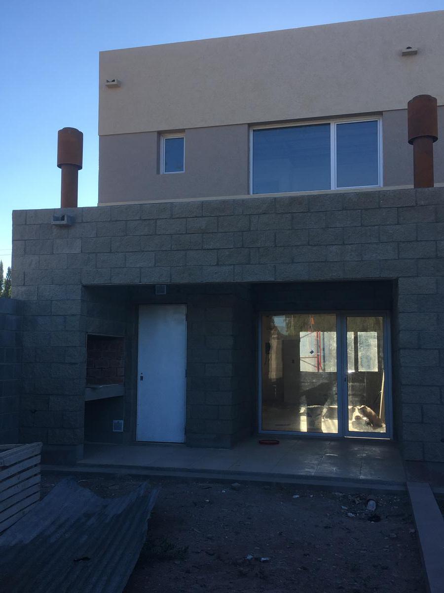 Foto Casa en Venta en  Centenario,  Confluencia  Loteo Perticone