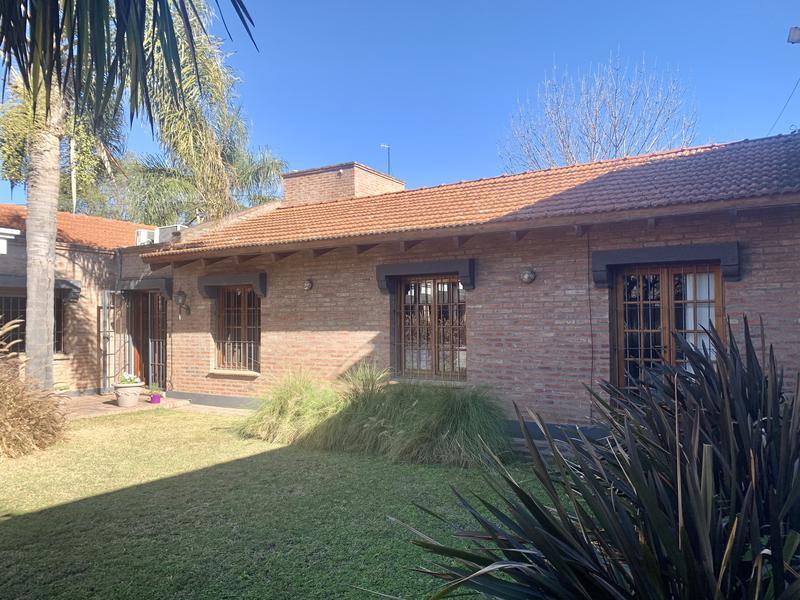 Foto Casa en Venta en  Arguello,  Cordoba Capital  Casa en venta en Arguello. 1 planta, 4 dormitorios. Quincho y pileta.