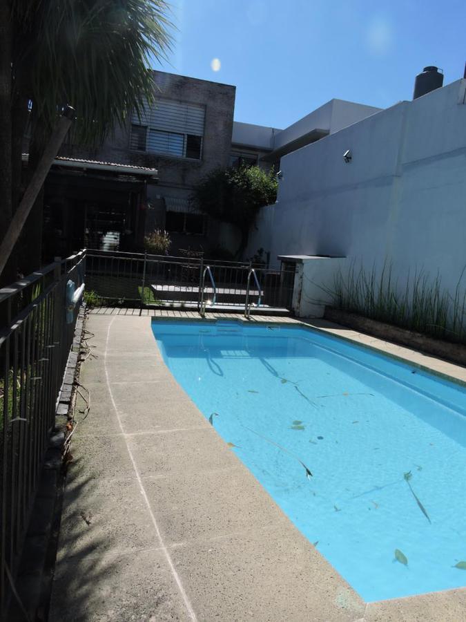 Foto Casa en Venta en  Pocitos ,  Montevideo  Pocitos - Muy buena opción reciclada con fondo y piscina