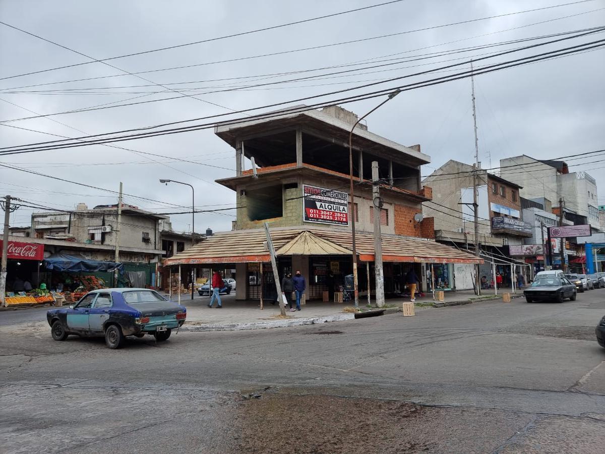 Foto Local en Alquiler en  Gregorio De Laferrere,  La Matanza  Piedra Buena 6100 Esquina Lopez May y Esteban Echeverria