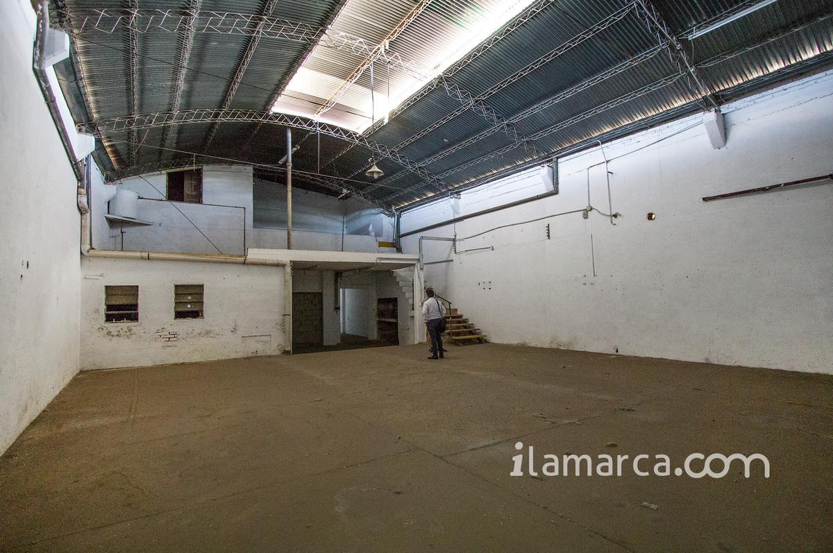 Foto Local en Alquiler en  General Bustos,  Cordoba  magariño cervantes al 100