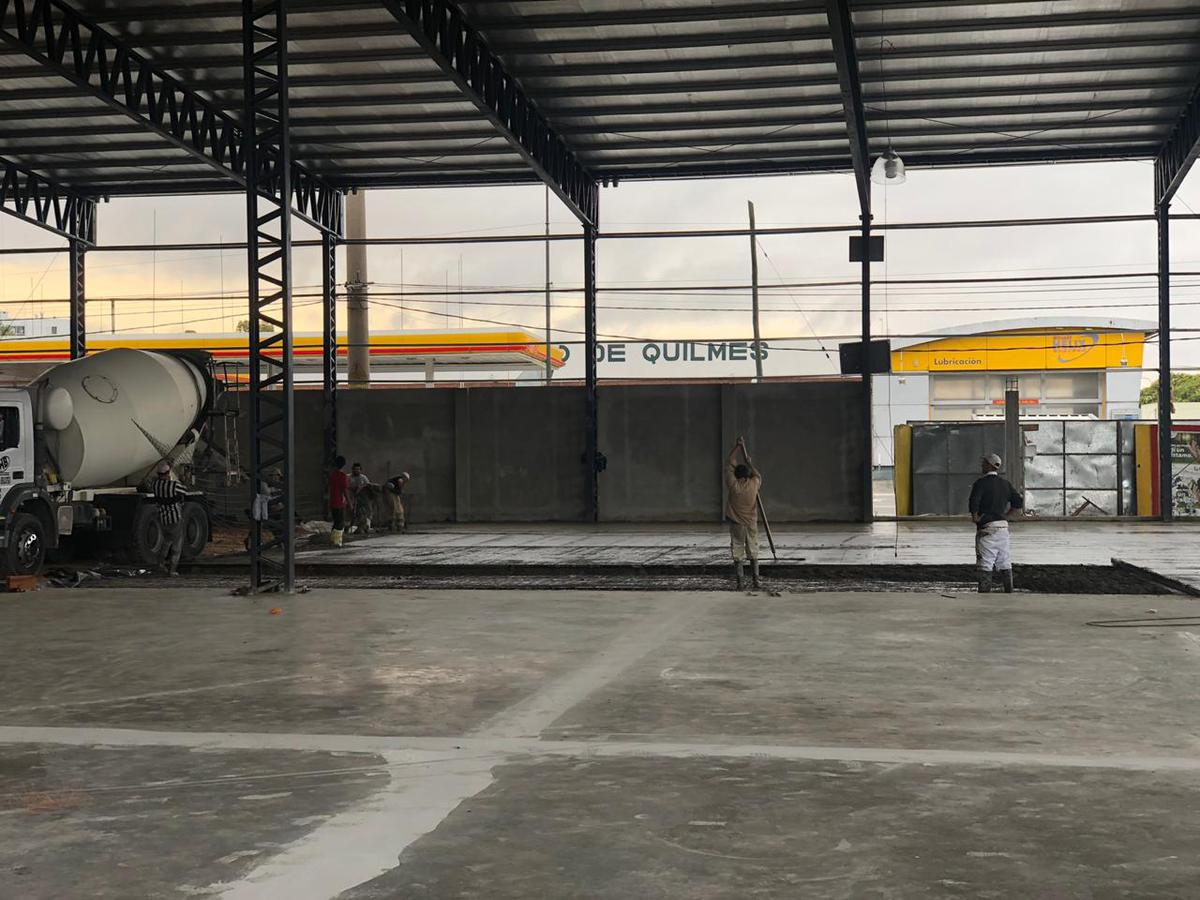 Foto Galpón en Venta en  Quilmes ,  G.B.A. Zona Sur  Av La Plata esquina Pelegrini
