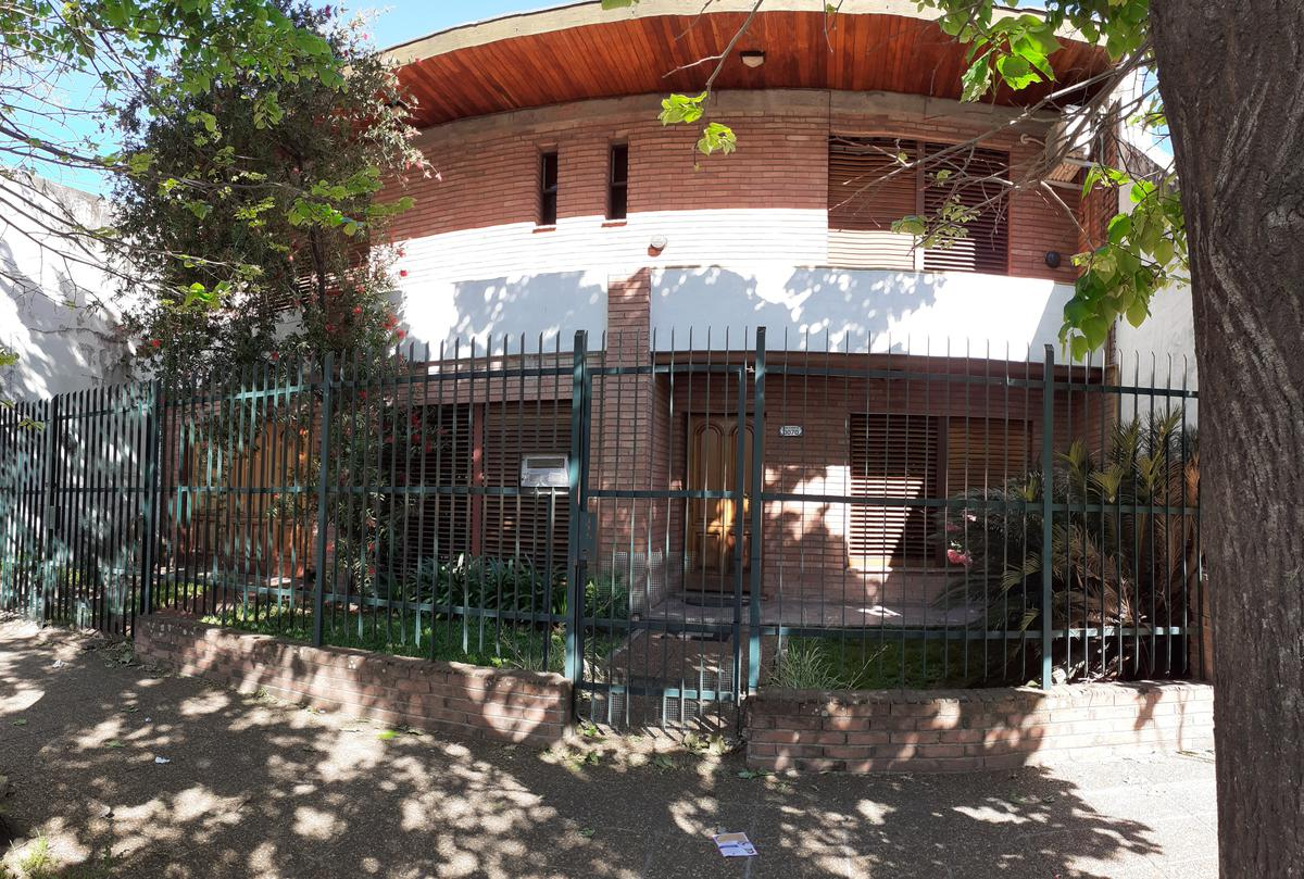 Foto Casa en Venta en  Villa Ballester,  General San Martin  BALCARCE al 3000