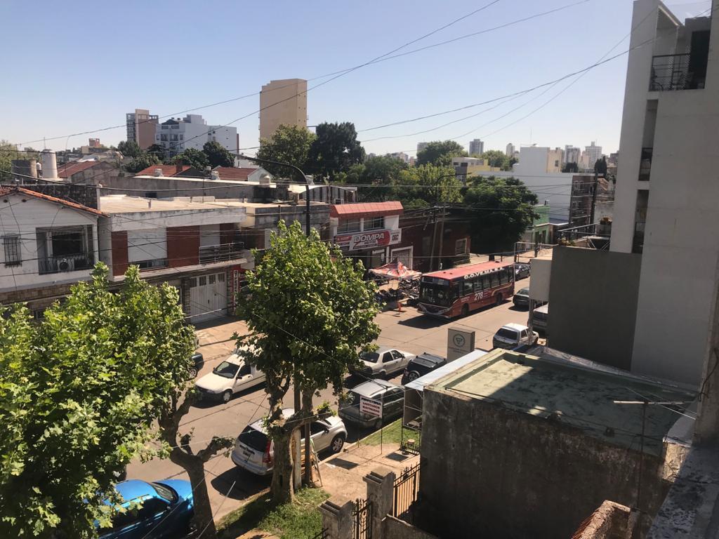 Foto Local en Alquiler en  Quilmes ,  G.B.A. Zona Sur  12 de octubre 876