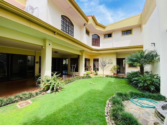 Foto Casa en condominio en Venta en  Uruca,  San José  Casa con 4 habitaciones/ Dos niveles / Confort / Ubicación /Excelente distribución
