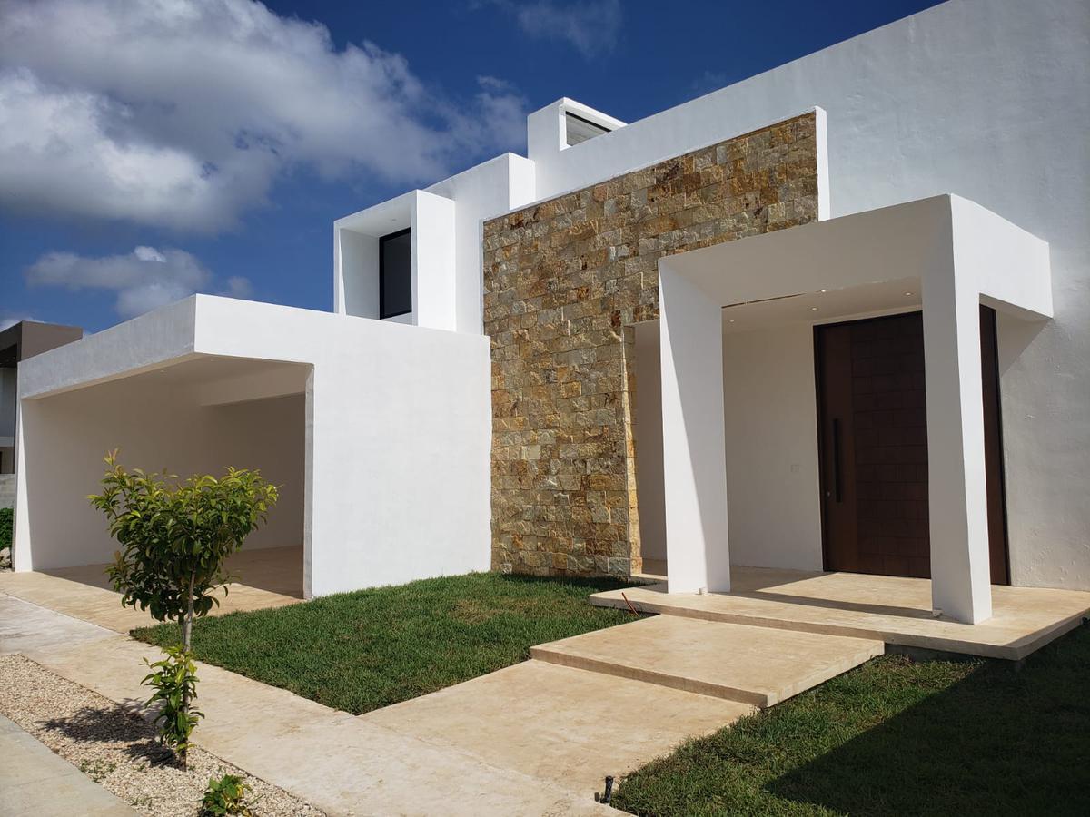 Foto Casa en Venta en  Pueblo Temozon Norte,  Mérida  Casa en venta en Privada Residencial. Entrega inmediata., 4 recámaras