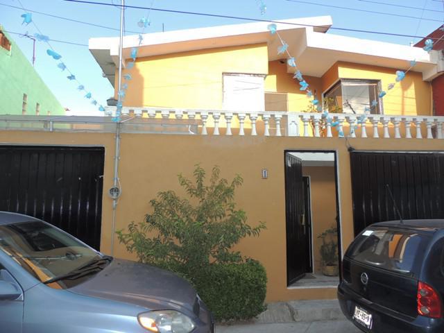 Foto Casa en Venta en  Santa María Totoltepec,  Toluca  PRIVADA DE MOCTEZUMA ZOCOYOTZIN