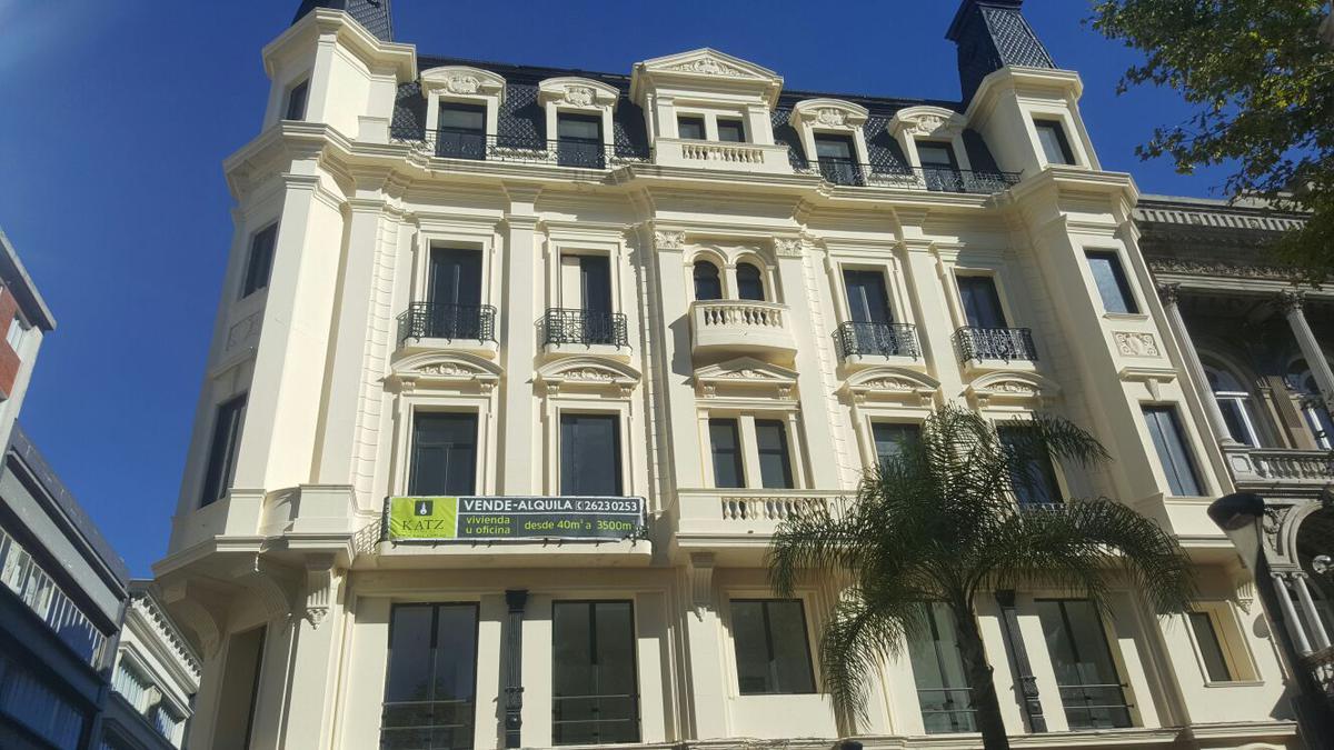 Foto Oficina en Alquiler en  Ciudad Vieja ,  Montevideo  Peatonal Sarandi, frente a Plaza Matriz