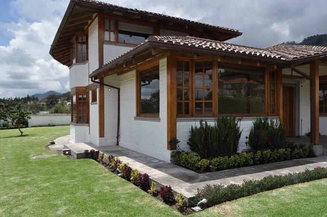 Foto Casa en Venta en  Cumbayá,  Quito  PRECIO DE OFERTA ¡¡¡¡VENTA LINDA CASA INDEPENDIENTE EN NAYON MS