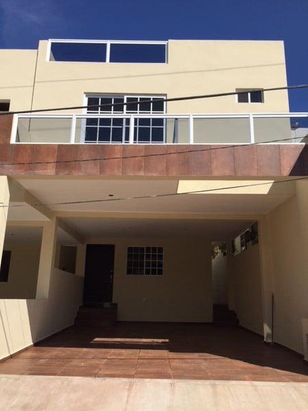 Foto Casa en Venta en  Universidad Poniente,  Tampico  Residencia en Col. Universidad Pte amplio patio