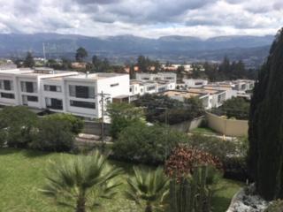 Foto Casa en Alquiler en  Cumbayá,  Quito  Casa de Arriendo perfecta para ejecutivo, seguridad, cerca de colegios prestigiosos