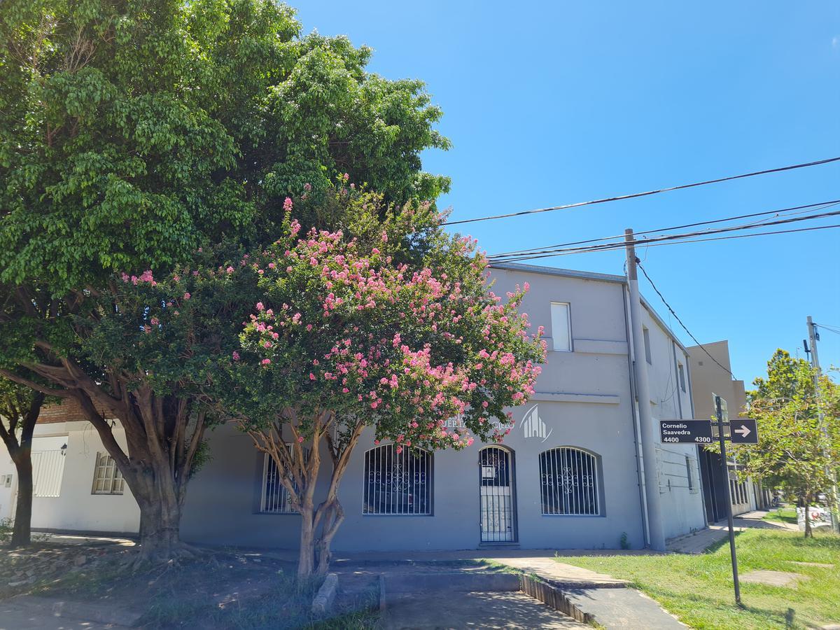 Foto Local en Venta en  Santa Fe,  La Capital  Amplio local apto varios destinos a una cuadra de Iturraspe y Saavedra