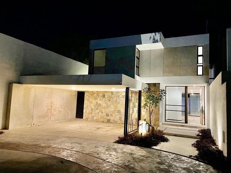 Foto Casa en Venta en  Temozon Norte,  Mérida  Bella casa en Privada con habitaciòn en P.B. en Temozon Norte