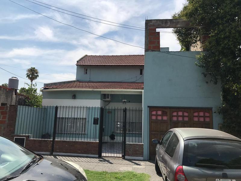 Foto Casa en Venta |  en  Lomas de Zamora Oeste,  Lomas De Zamora  Alvarez Thomas 558