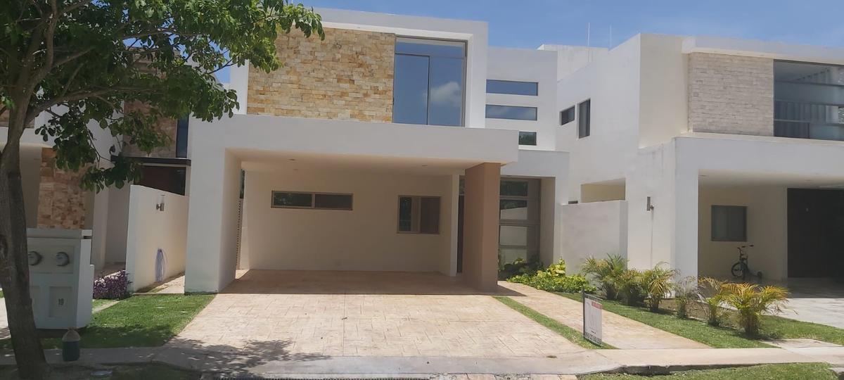 Foto Casa en Renta en  Pueblo Cholul,  Mérida   Residencia en VEnta y Renta en Parque Central