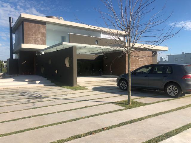 Foto Casa en Venta en  Las Cañuelas Club de Campo,  Cañuelas  Ruta 3 km al 56300