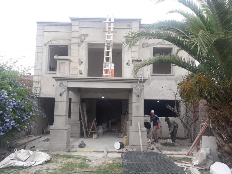 Foto Casa en Venta en  Burzaco,  Almirante Brown  Santa Maria al 900