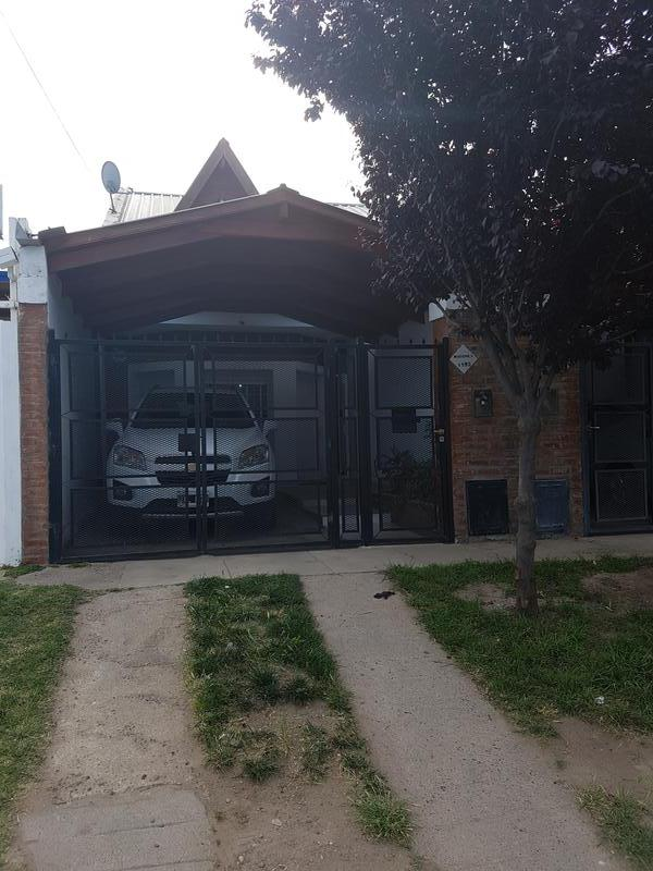Foto Casa en Venta en  Capital ,  Neuquen  Misiones al 1100