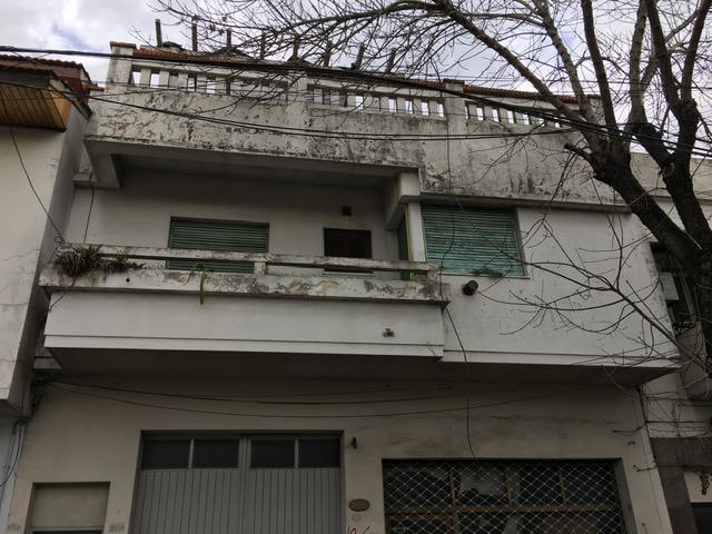 Foto Departamento en Alquiler en  Lomas De Zamora ,  G.B.A. Zona Sur  Alte.Brown al 3800