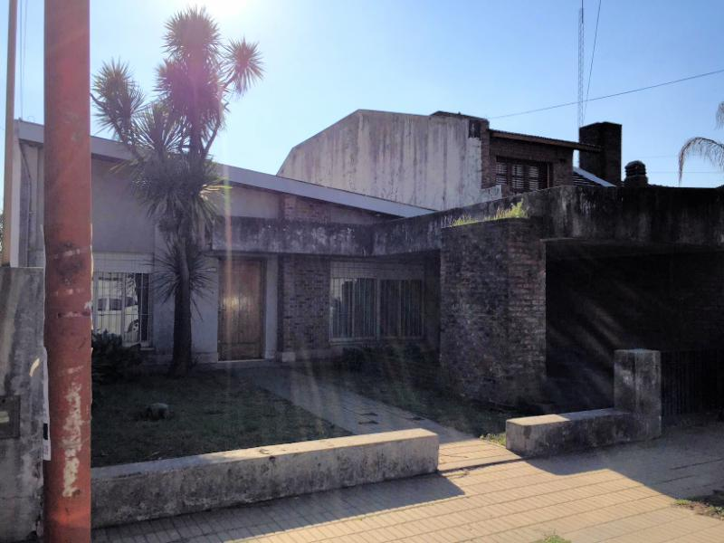 Foto Casa en Venta en  Centro De Lujan,  Lujan  Alem al 600