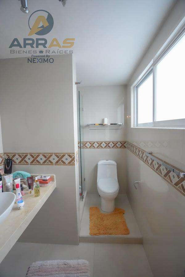Foto Casa en Venta en  Ciudad Satélite,  Naucalpan de Juárez  Cerrada Luis Espinoza No. 25 Mz.75 Lt.34 --Circuito Ingenieros--