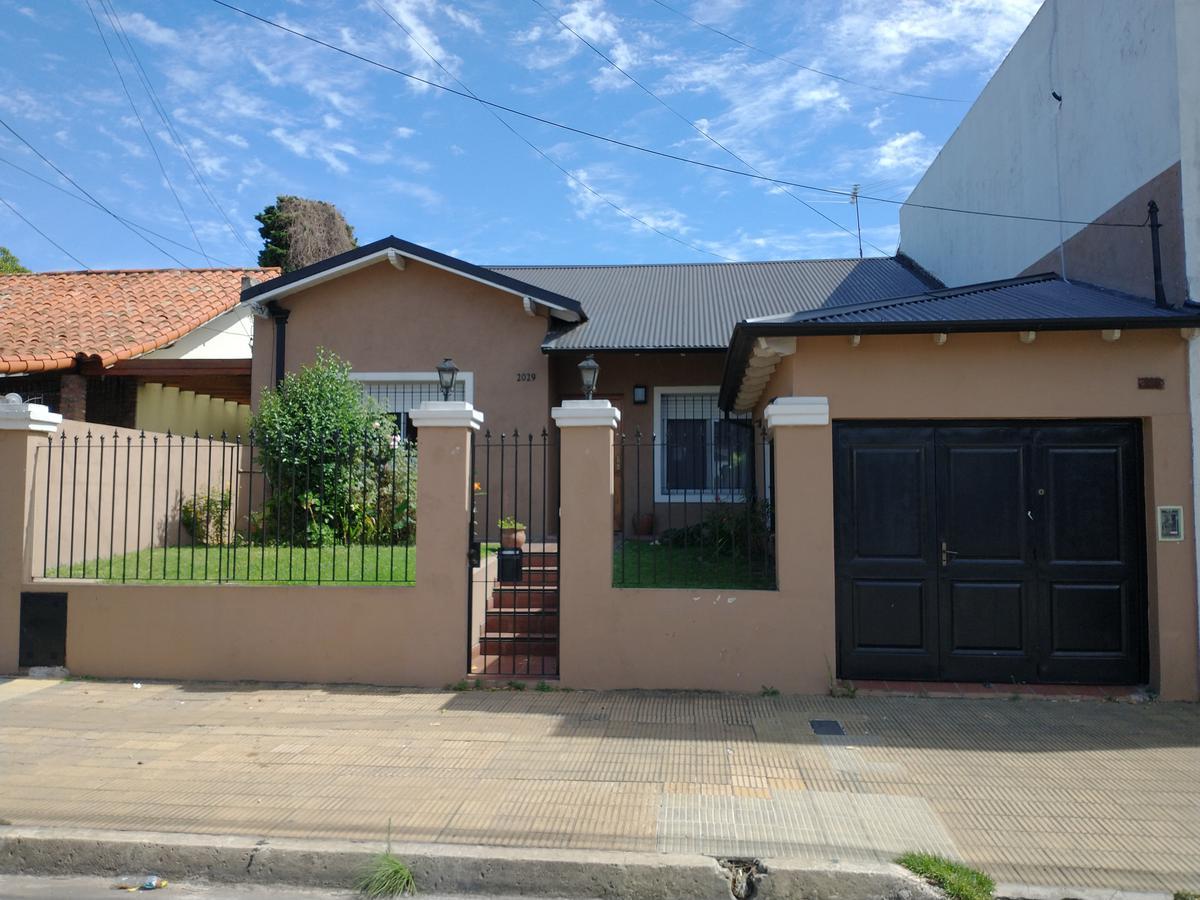 Foto Casa en Venta en  Mart.-Santa Fe/Fleming,  Martinez  Parana al 2000