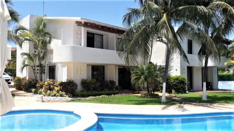 Foto Casa en condominio en Renta en  Zona Hotelera,  Cancún  Espaciosa Villa Amueblada de 2 recs/3 baños, en Renta en Zona Hotelera, Quintas del Lago. Cancún
