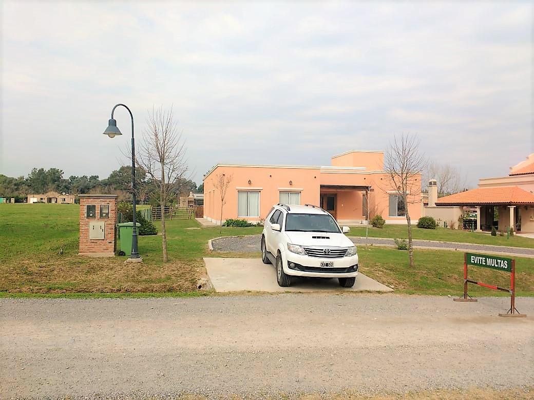 Foto Casa en Venta en  Countries/B.Cerrado (Campana),  Campana  Chacras de la Reserva, Campana - 4 dormitorios y piscina