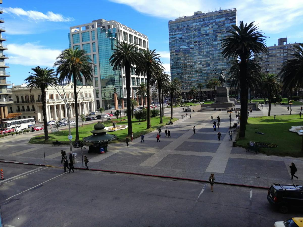Foto Oficina en Venta | Alquiler en  Centro (Montevideo),  Montevideo  Piso entero sobre Plaza Independencia
