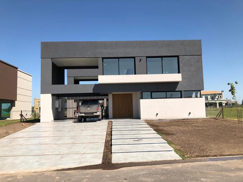 Foto Casa en Venta en  Terralagos,  Countries/B.Cerrado (Ezeiza)  Ruta 52 y Los Robles Terralagos