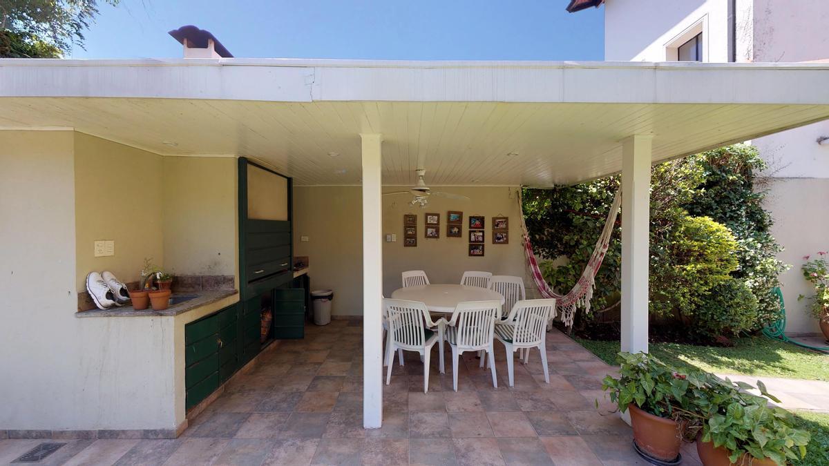 Foto Casa en Venta en  La Lucila-Libert./Rio,  La Lucila  Bermudez al 300