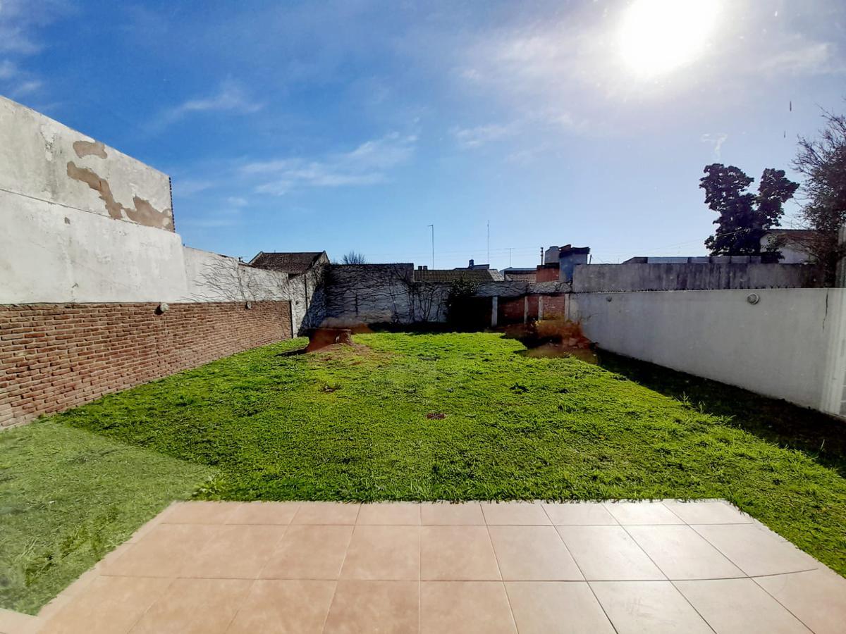 Foto Casa en Venta en  Castelar Norte,  Castelar  Machado al 1700