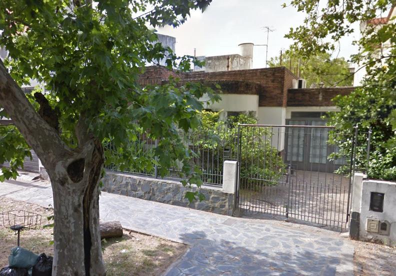 Foto Casa en Venta en  Lomas de Zamora Oeste,  Lomas De Zamora  Castelli 385