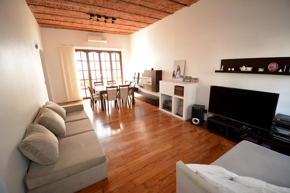 Foto Casa en Venta en  Villa Devoto ,  Capital Federal  Río Salado al 3300