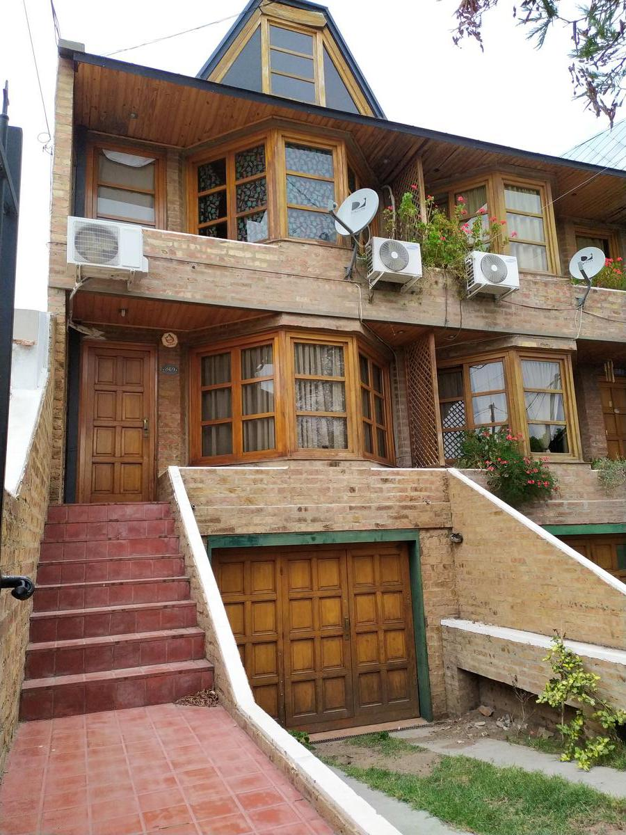Foto Casa en Alquiler en  Capital ,  Neuquen  Santa Genoveva