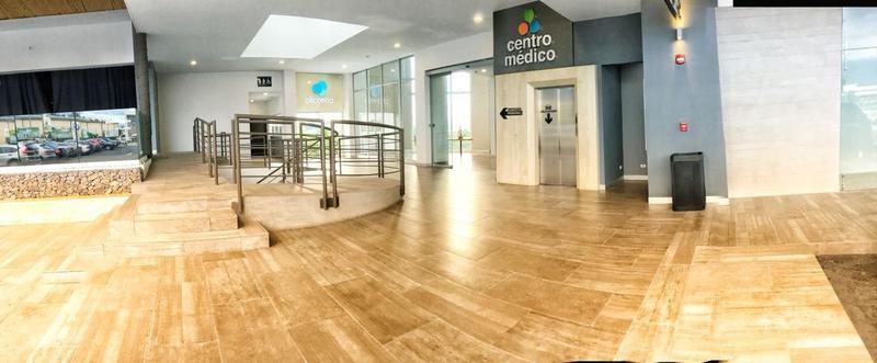 Foto Local en Renta en  Escazu,  Escazu  Consultorio Médico en Momentum / Tres aposentos / Vista