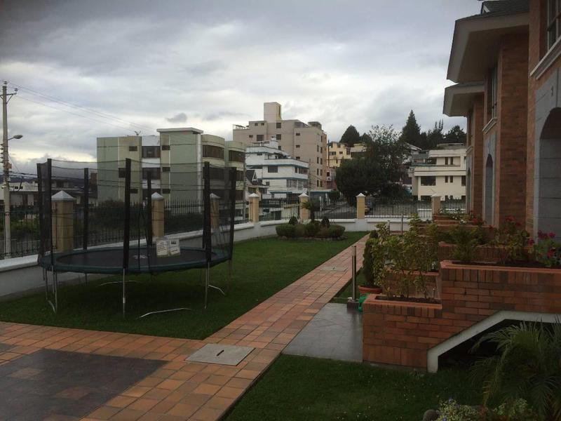Foto Casa en Venta en  El Bosque,  Quito  CASA DE VENTA EN EL BOSQUE, HERMOSA VISTA,SD