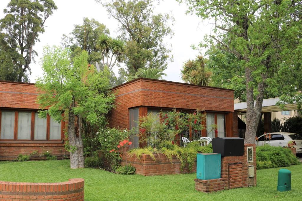 Foto Casa en Venta en  Club El Carmen,  Countries/B.Cerrado (Berazategui)  Camino general belgrano