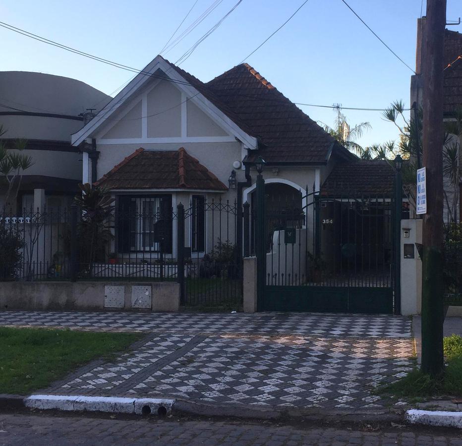 Foto Casa en Venta en  Banfield Este,  Banfield  Castro Barros 354