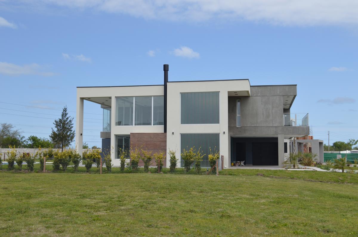 Foto Casa en Venta en  Terralagos,  Countries/B.Cerrado (Ezeiza)  VENTA - CASA TERRALAGOS -  A ESTRENAR